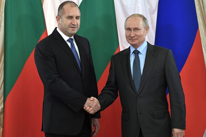Secret gas agreements between Russia and Bulgaria or what's behind the gas price decrease?